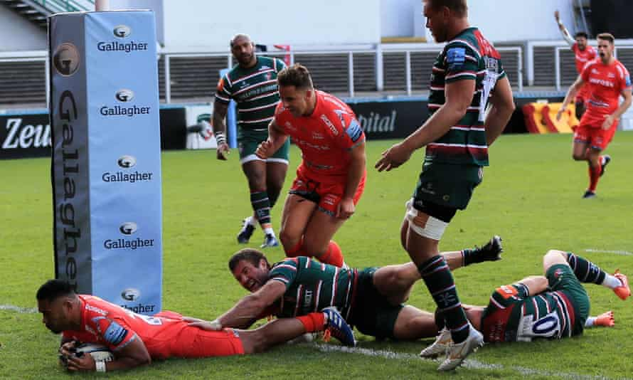 Manu Tuilagi touches down to score Sale's second try