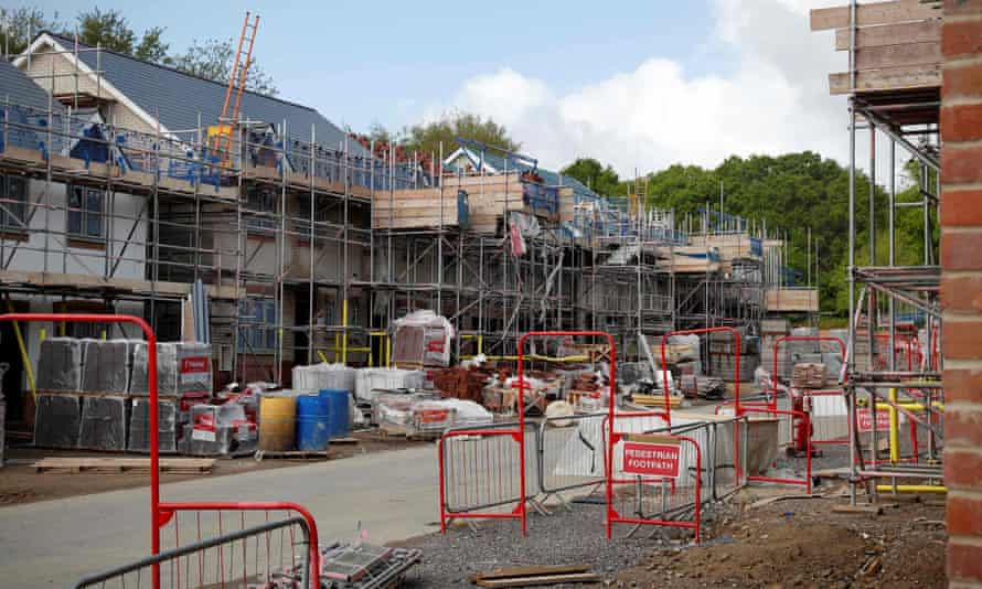 Building 100,000 homes to rent to key workers, bereaved families and homeless people will benefit society and the wider economy, says the LGA.