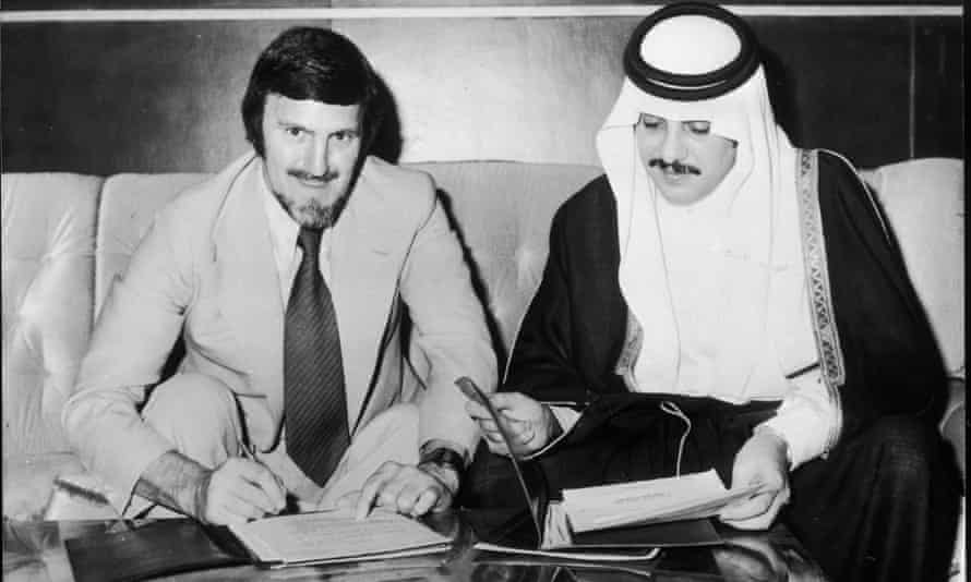 Jimmy Hill signs his contract to work with Saudi Arabia's national team in the 1970s