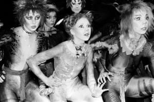 A 1981 production of Cats with Bonnie Langford, centre-front, as Rumpleteazer.