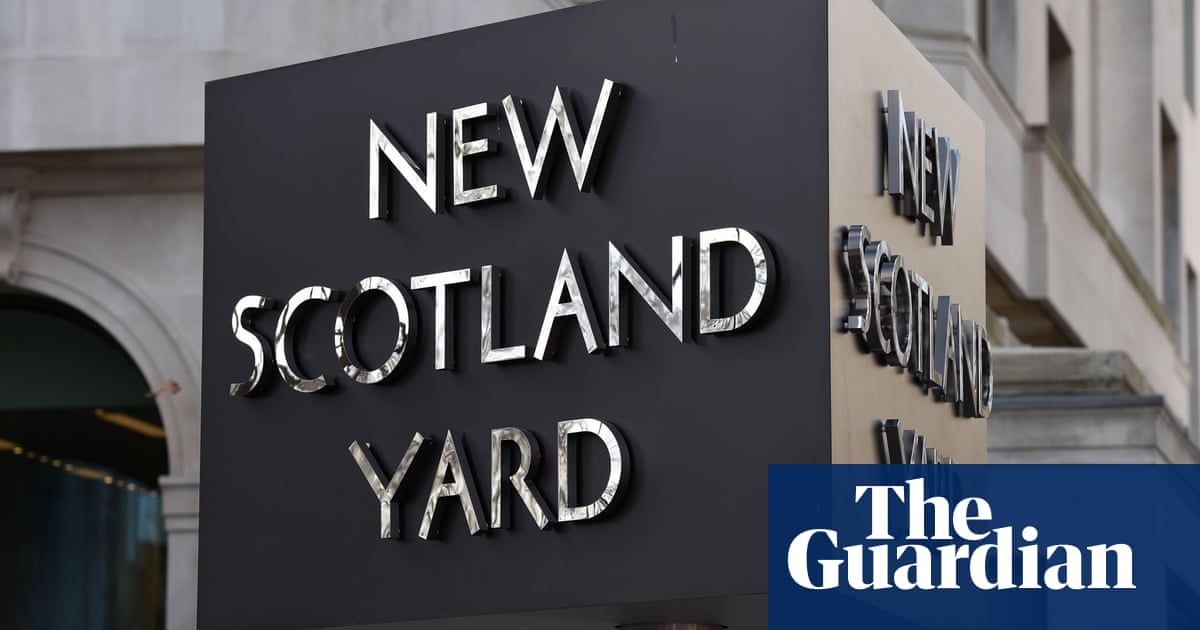 Met officer stole rival gangs' drugs cash in fake police raids