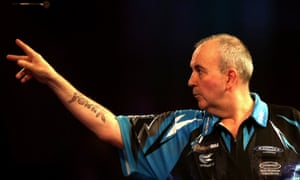 Phil Taylor beat David Platt 3-0 in the first round of the PDC World Darts Championship.