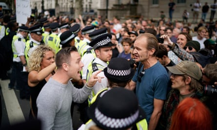 Remain and leave demonstrators confront each other in London