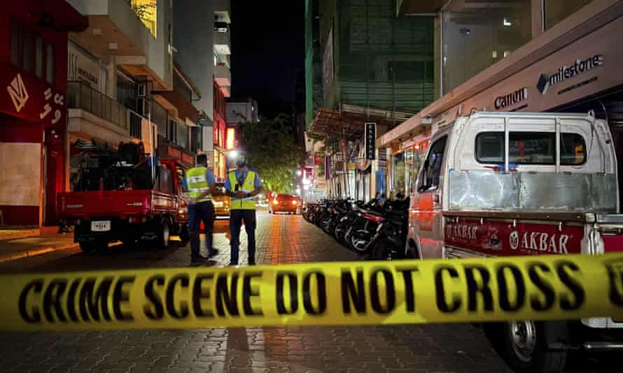 Police officers cordon off the scene of the explosion in which Mohamed Nasheed was injured