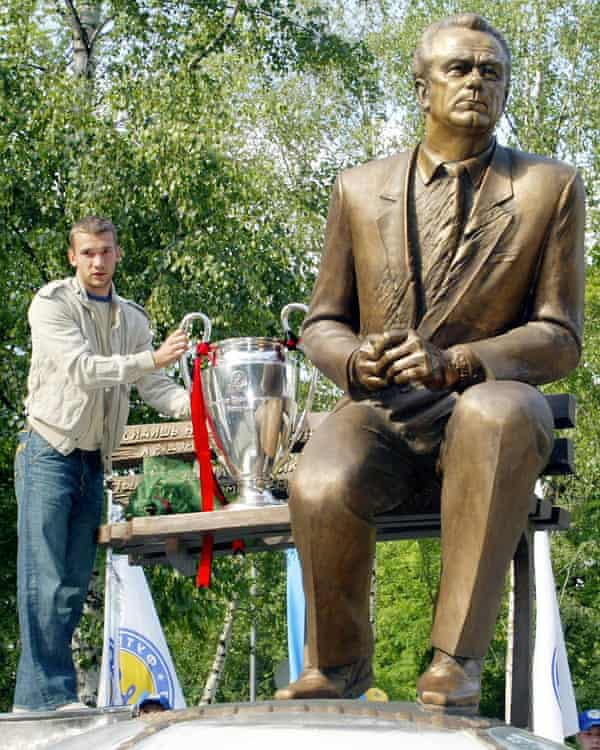 Andriy Shevchenko, then of Milan, with the Champions League trophy next to a statue of the late Valery Lobanovsky, the great Dynamo Kyiv coach, in 2003