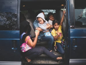 Displaced coming from the town of Los Morelos heading to the Chichihualco auditorium.