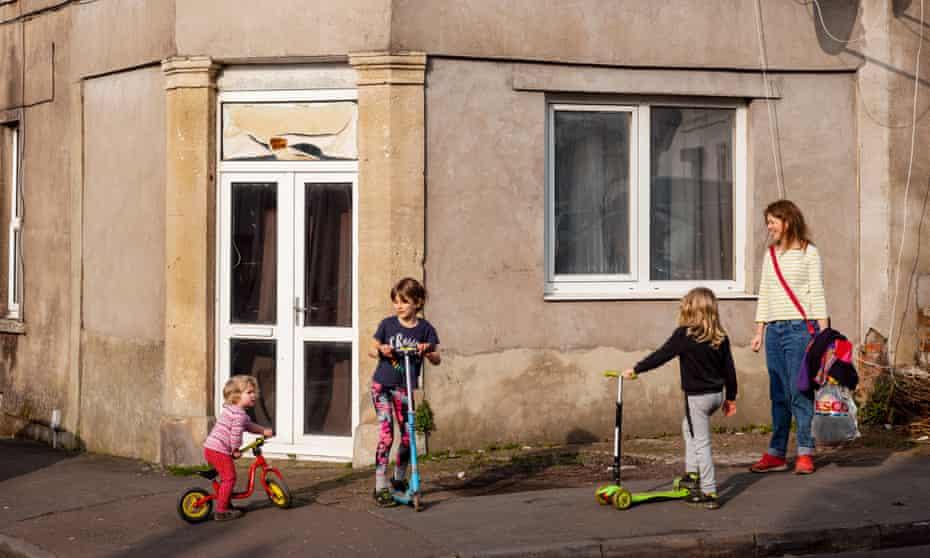 Single parent Gemma with children Freya, Jack and Elsie