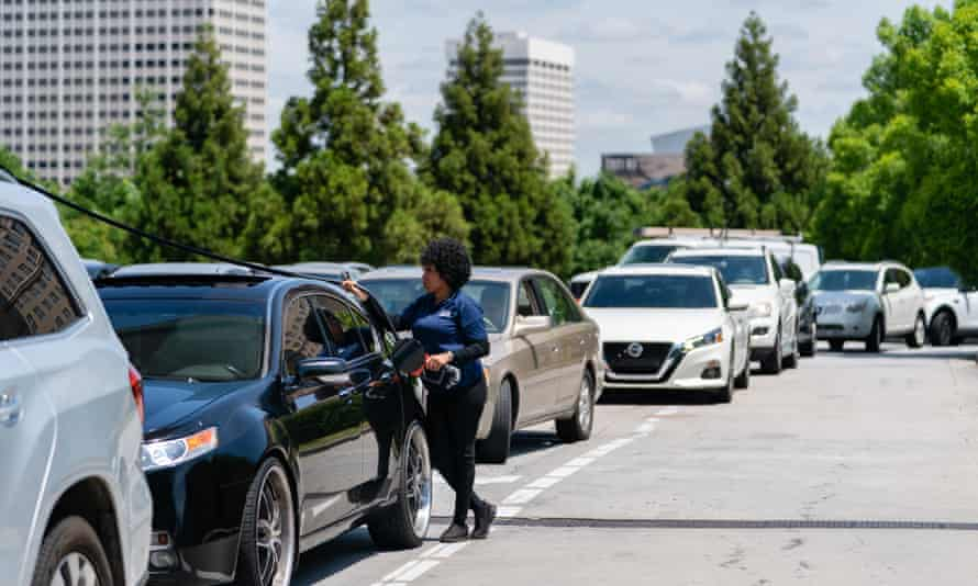 Cars queue for fuel in Atlanta on 11 May after fears of a gas shortage, following the cyberattack on Colonial Pipeline.