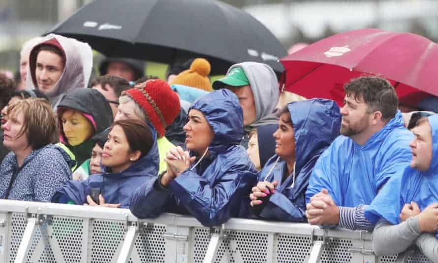 Pilgrims listening to the pope