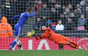 Lloris saves Vardy's penalty.