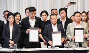 """Sudarat Keyuraphan, Pheu Thai Party's prime ministerial candidate (L) and other party leaders attend a news conference to form a """"democratic front"""" in Bangkok."""