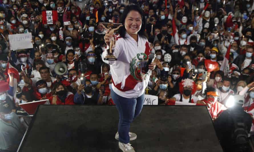 Ο Keiko Fujimori παρευρίσκεται σε διαδήλωση στη Λίμα το Σάββατο.