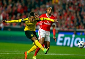 Pierre-Emerick Aubameyang fires over under pressure from Benfica's Luisao.