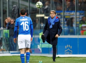 Roberto Mancini shows his players how to master the football.