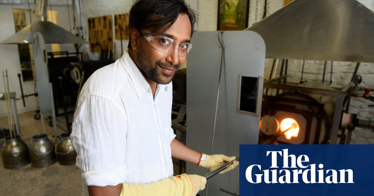 Rhik Samadder tries … glassblowing: 'My tendons are burning – and it's nothing to do with the glory hole'