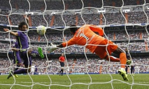 Carlos Kameni keeps the ball out against Real Madrid.