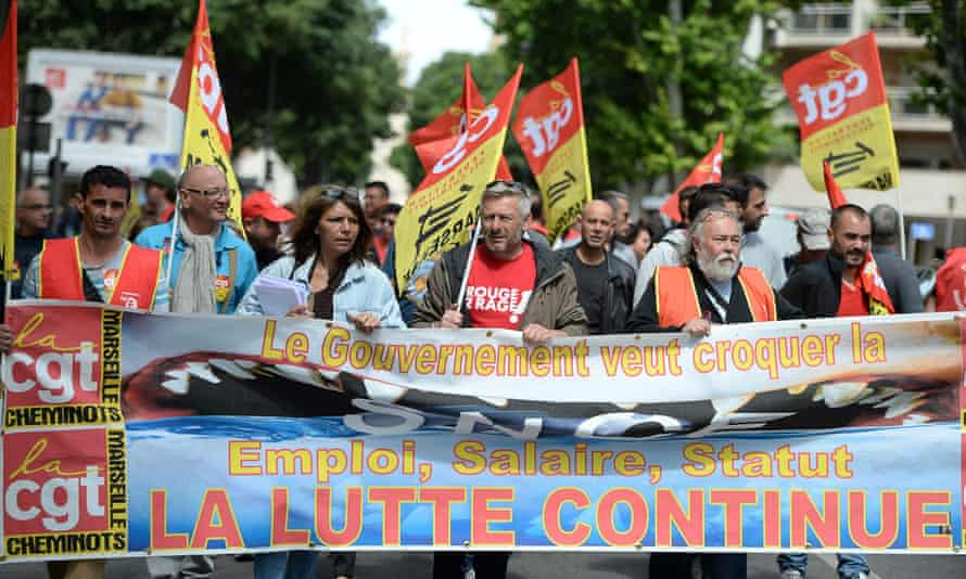 CGT union members demonstrate against the government's proposed changes to labour laws.