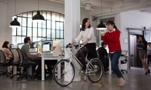 Anne Hathaway (left) as Jules Ostin and Christina Scherer as Becky in Nancy Meyers' The Intern.