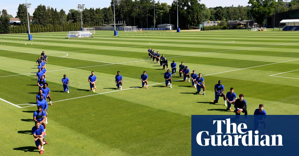 FA says it will show common sense if footballers take a knee in matches