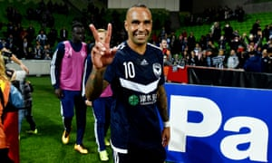 Archie Thompson scored in the first half to help send Melbourne Victory into the last 16 of the Asian Champions League.