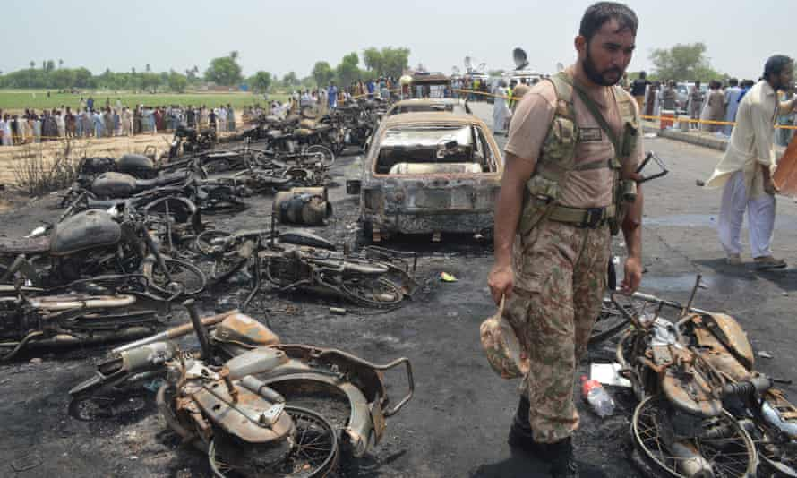 The fireball, after a tanker overturned on a road near Bahawalpur, left many injured, some with 80% burns.