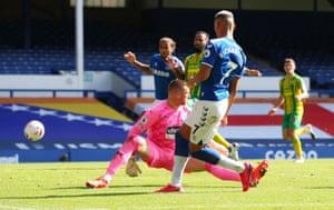 Everton's Richarlison beats goalkeeper Sam Johnstone to set up Dominic Calvert-Lewin for the fourth goal.