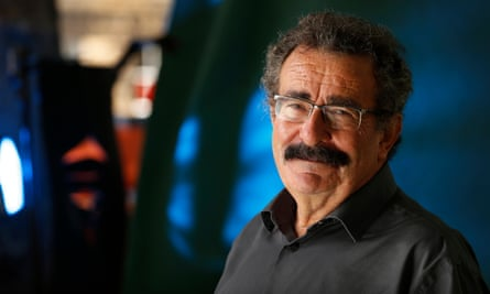 The fertility expert Robert Winston in 1990 announced, with Alan Handyside, that they had analysed embryos to determine their sex.