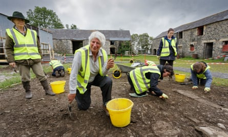 Jilly Dawson and other archaeology workers.