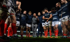 Steve Diamond, Sale's director of rugby, talks to his players