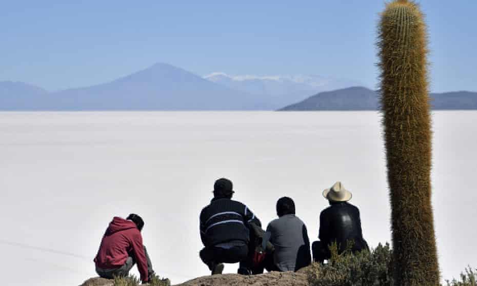 Salar de Uyuni and cactus