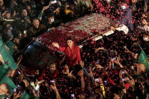 Lahore, PakistanSupporters of opposition political party Pakistani Muslim League surround the convoy of their leader Maryam Nawaz Sharif during an anti-government rally