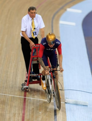 Wiggins starts his record attempt. 52.937 km to beat.