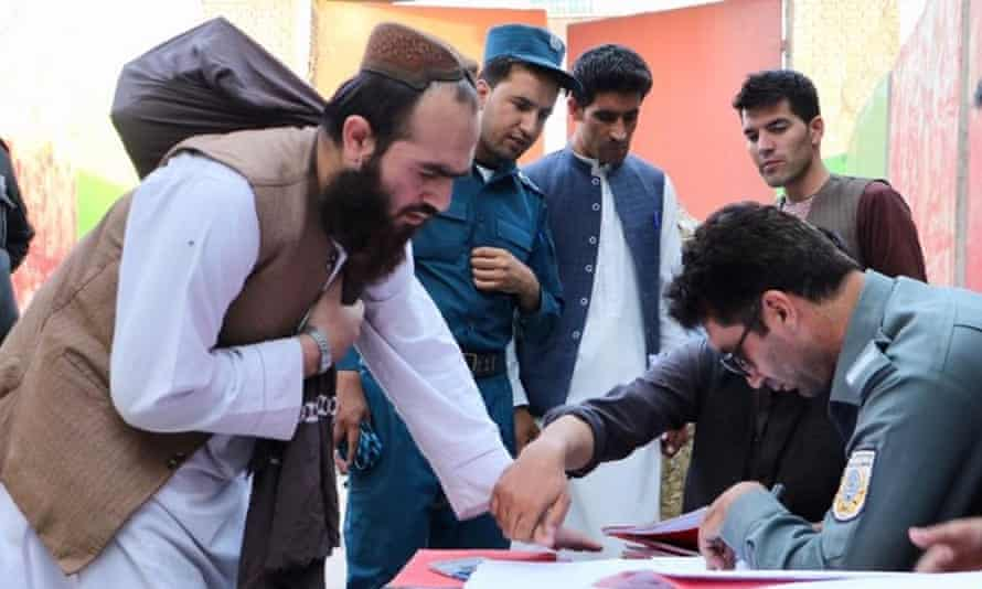 Afghan security forces register the release of Taliban prisoners in Kabul