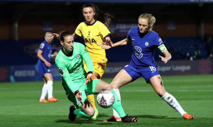 Goalkeeper Ann-Katrin Berger is one of Chelsea's overseas players who would be required to self isolate if she returns to Germany for Christmas.