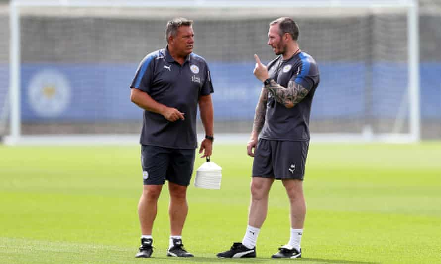 Leicester City manager Craig Shakespeare talks to new assistant Michael Appleton during pre-season training.