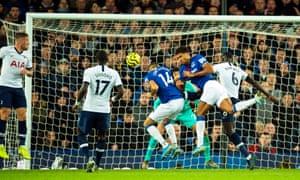 Everton's Cenk Tosun (C) scores the 1-1 equaliser
