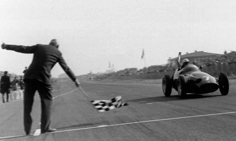 Jo Bonnier takes the checkered flag at Zandvoort in 1959 and scores his and BRM's first ever victory in Formula One