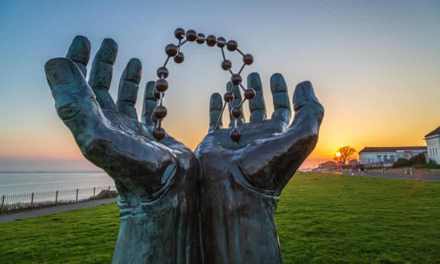 Hands and Molecule sculpture by David Barnes on Ramsgate's Royal Esplanade.