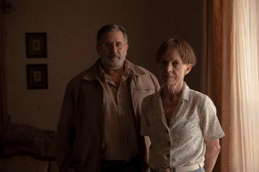 Anthony LaPaglia and Judy Davis as Maurice and Carleen Bryant