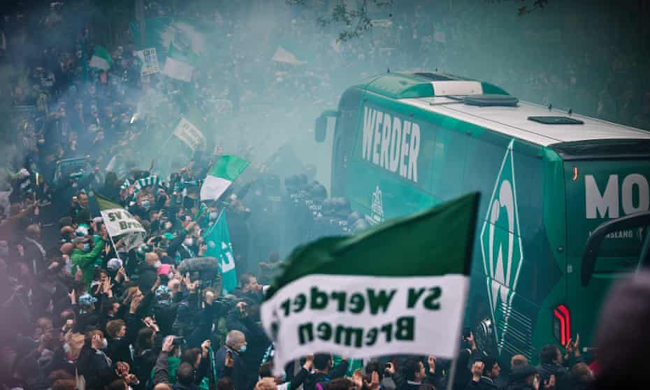 Werder Bremen's fervent fans turned out in force outside welcome the Weserstadion but a 4-2 home defeat to Mönchengladbach and a late winner for Köln brought devastation to the streets.
