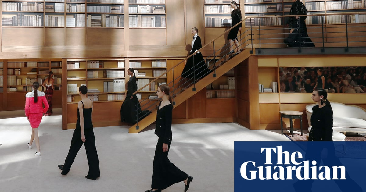 Viard displays quiet savoir-faire at first Chanel couture show