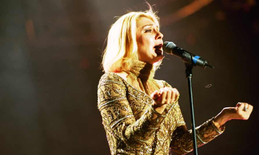 Googoosh performing at Wembley Arena