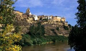 Lapuebla de Labarca on the banks of the Ebro.
