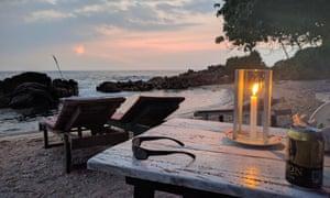 'Secret Beach' Mirissa, candle and sunbeds