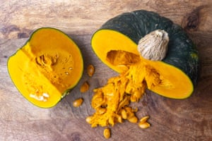 Pumpkin seed salt: a protein-rich condiment that can be used to season vegetables, meats, soups and stews.
