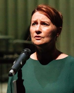 Susan Cookson as Aline.