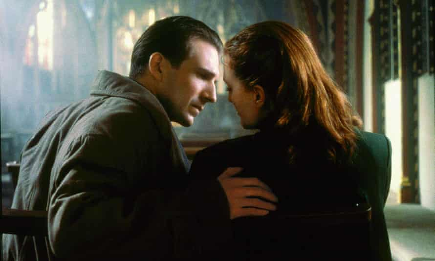 Ralph Fiennes and Julianna Moore in Neil Jordan's film of The End of the Affair (1999).