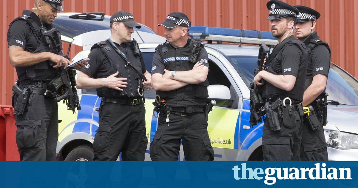 police officers should not carry guns By jon kelly bbc news magazine unremarkable state of affairs that most front-line officers do not carry guns that police officers do not end up.