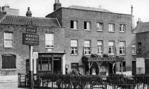 'The Flask' ale house, Highgate Village taken in 1927