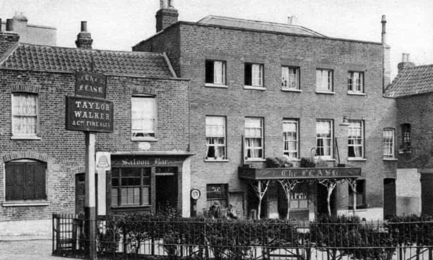 'The Flask' ale house, Highgate Village taken in 1927